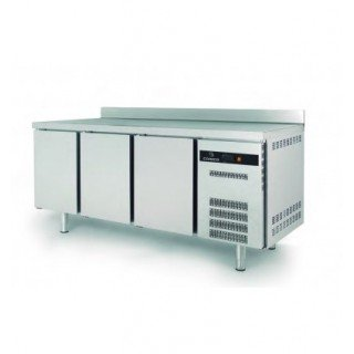 SNACK CHILLER AND FREEZER COUNTER